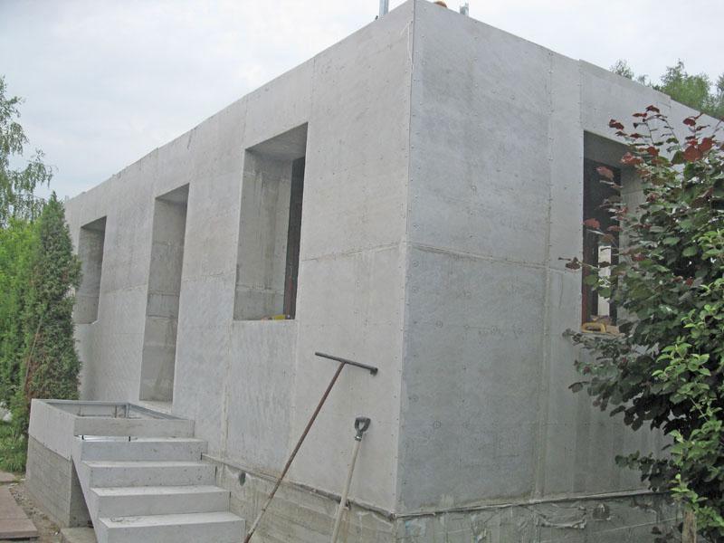 Некоторые из строителей настаивают на возведении основания дома также из пеноблоков